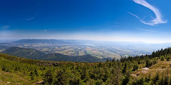 Skrzyczne - panorama na Kotlinę Żywiecką, widok na N, E i S