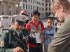 Brama Brandenburska - checkpoint - Sprawdzanie dokumentów Asi